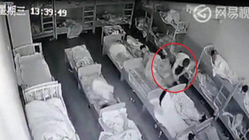 上海再爆幼兒園虐童案  老師用筆猛戳手臉