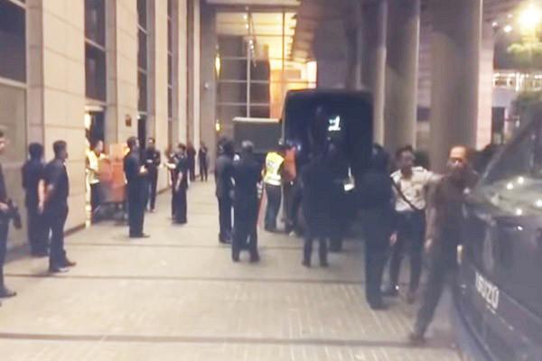 马国警搜索纳吉布家族 名牌珠宝装满5辆卡车