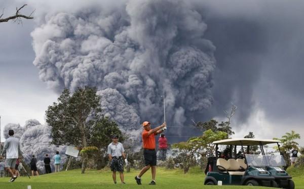 夏威夷火山爆發如末日 當地人淡定打高爾夫