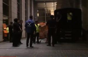 大馬前總理「重量級貪腐」 警察搬證物用儘洪荒之力