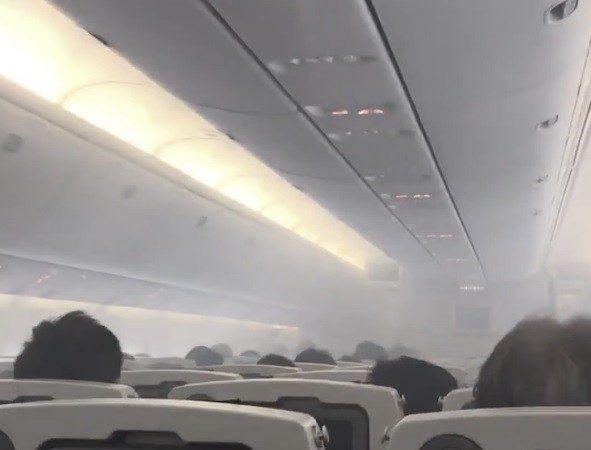 成田機場驚魂 全日空機艙滿布白煙137人急疏散