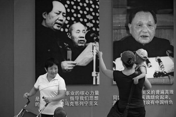 外媒:因長子致殘恨毛 鄧小平殺江青遇阻囚禁李訥