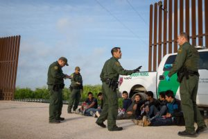 放纵本国移民非法入美? 川普将施以严厉经济惩罚