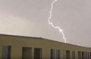 研究組織拍閃電畫面 意外發現三角形UFO身影(視頻)