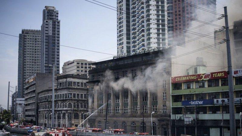 马尼拉华人区大火延烧15小时 两政府办公部门损毁