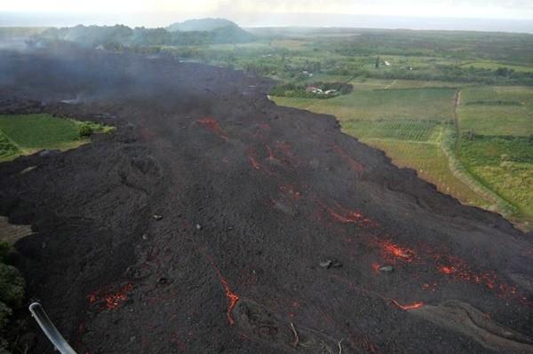 基拉韦厄火山熔岩流入湖泊 整座湖水蒸发(视频)