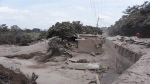 危地马拉火山40年来大喷发 73人死全国橙色以上警戒