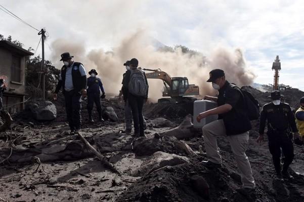 危地马拉火山喷发已99死 美军送6童赴德州就医
