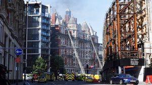 伦敦文华酒店大火 120名消防队员急救