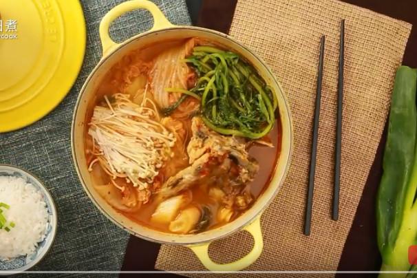 泡菜猪骨汤 营养又开胃(视频)