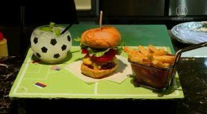 球場托盤 足球杯!足球漢堡套餐超吸睛