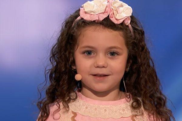 5岁萌娃上《美国达人秀》 融化观众的心