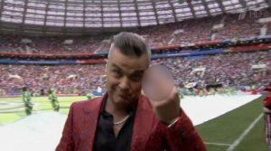 世界杯开幕式震惊全世界 英歌星向直播镜头竖中指
