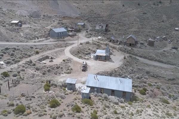 加州银矿小镇今如鬼城 300英亩不到百万美元