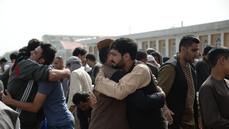 """阿富汗与民兵开斋节停火 出现前所未有""""相见欢"""""""