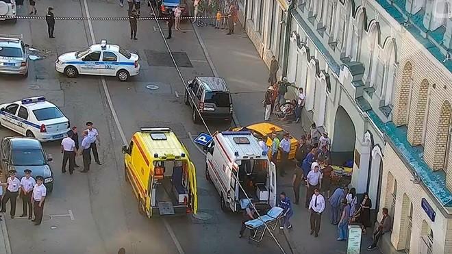 莫斯科惊传出租车冲撞人群 8球迷受伤(视频)