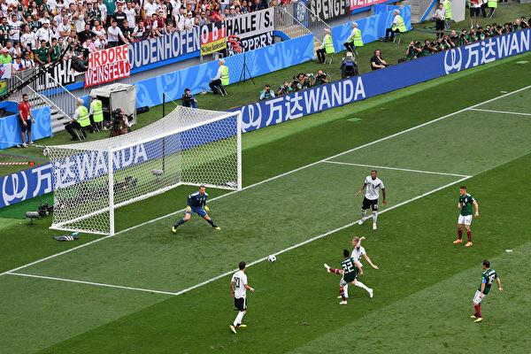 廣告扎堆世界盃 《經濟學人》:中國主動當「接盤俠」