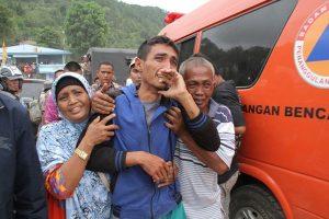 印尼渡輪超載翻覆 失蹤人數攀升至186人(視頻)