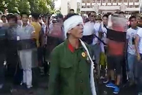 老兵微信集结铺天盖地 法媒:传2万士兵拟携重武器清场
