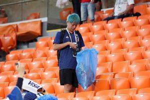 日球迷撿垃圾被讚 陸媒:我們為何沒人誇?