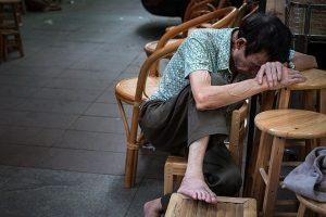 江西老人吁取消养老金 否则没收财产驱逐出境