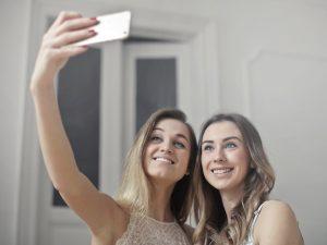 調查:社交媒體對女生的負面影響甚於男生