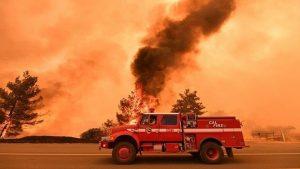 加州野火失控發紅色警報 當局強制撤離居民