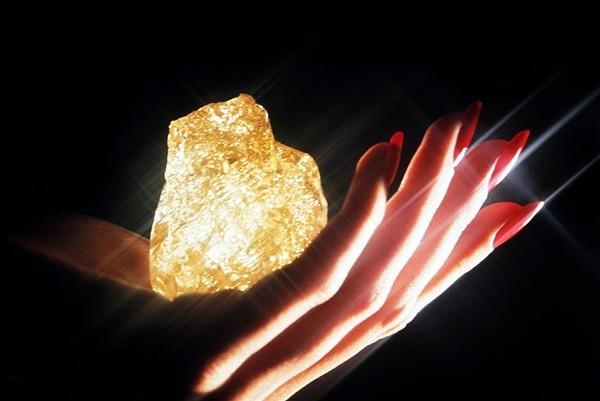 价值上千万 南非矿坑挖出89克拉黄钻