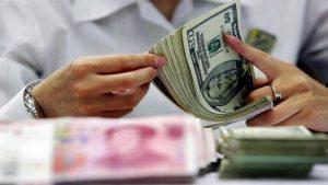 貿易戰陰雲下人民幣急貶 中共央行左右為難