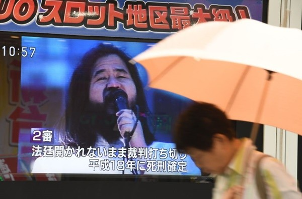 东京沙林毒气攻击主谋 历23年终伏法