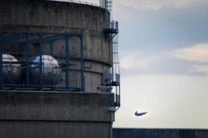 证明核电安全?绿色和平操控无人机撞法核废料厂