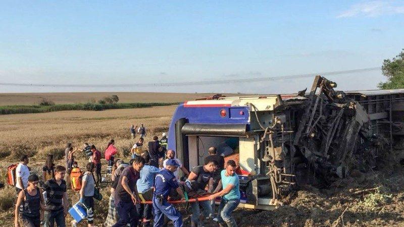 大雨侵蝕地基 土耳其列車出軌釀24死逾300人傷
