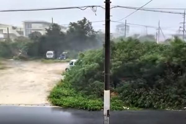强台玛莉亚覆盖日本宫古岛 民众实拍大风雨