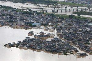 世紀暴雨已奪204人命 日男划艇救人累暈