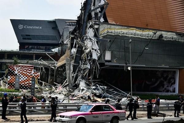 墨西哥百貨公司營業時間崩塌 場面震撼嚇壞民眾