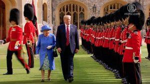 川普会见英女王 温莎城堡前一同阅军