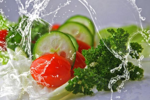 小黄瓜清肠消水肿 饭前吃最合适(视频)