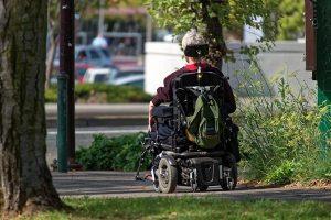 為什麼美國85歲老人開卡車,中國85歲老人已經坐輪椅?