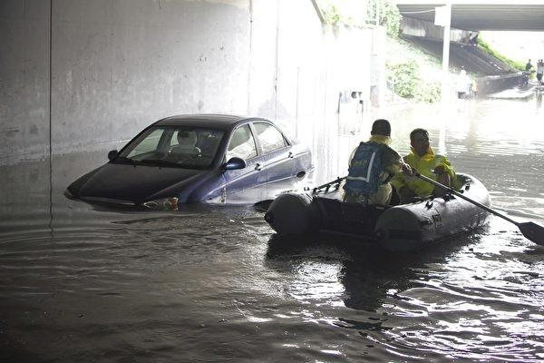 每逢暴雨必成「水鄉」 專家揭北京城建無下水道