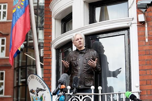 藏身使館5年 厄瓜多爾擬將阿桑奇交給英國