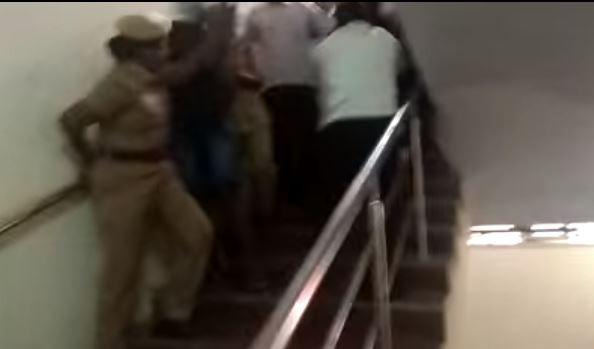 印度18名男子性侵听障女童 遭50名律师痛殴