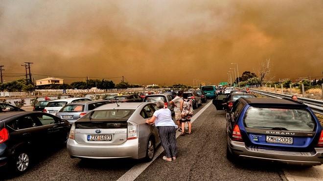 热浪肆虐 瑞典爆大规模山火 希腊野火焚村已50死百人伤