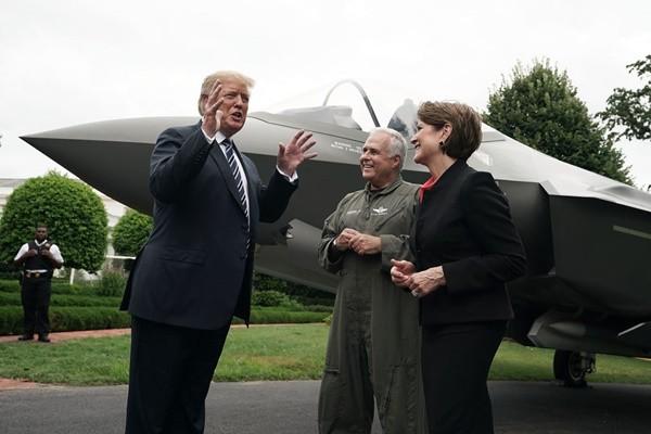 """响应川普""""美国制造"""" 美军王牌F-35战机进白宫"""