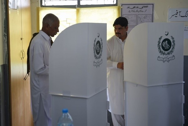 """巴基斯坦大选激烈 被指""""肮脏暴力""""前所未有"""