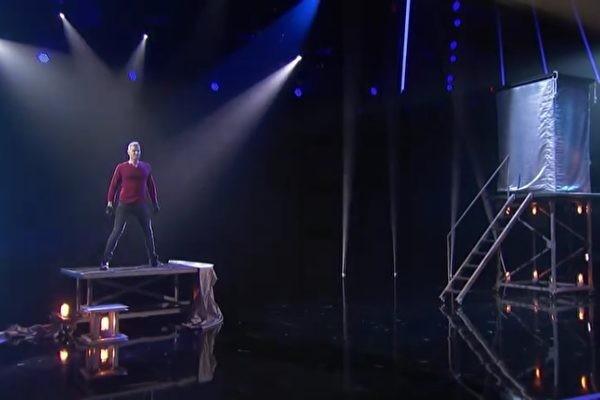 魔术师展现瞬间移位 技惊《美国达人秀》(视频)
