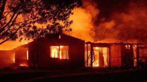 加州火勢暴增3倍 2名消防員殉職 逾9萬人將撤離