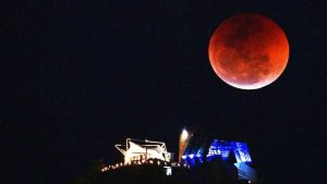 全球共賞本世紀最長「血月」歷時103分鐘