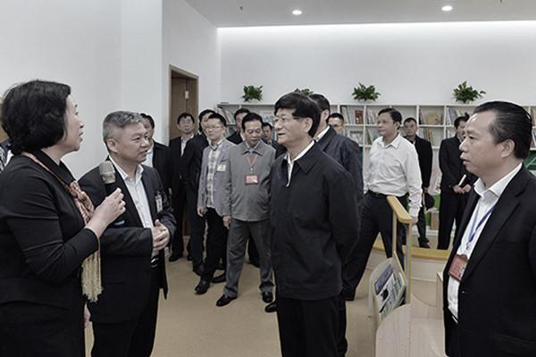 """红黄蓝股票起死回生 官方操控授予""""国际大奖"""""""
