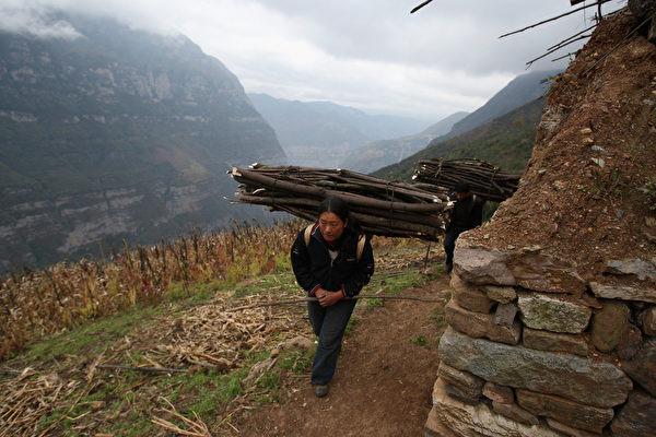 中共國家級貧困縣斥巨資搞「面子工程」 民生問題無人管