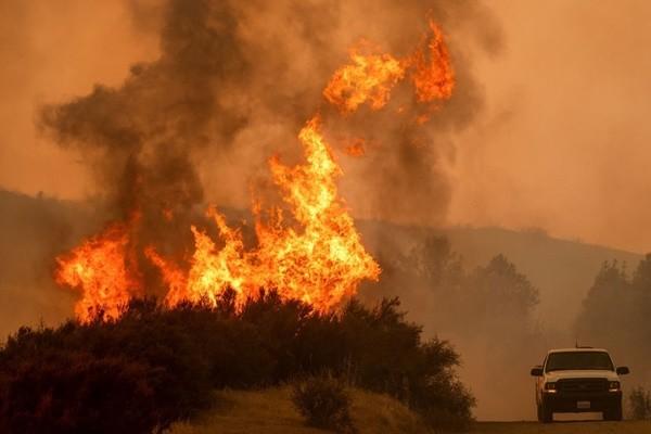 北加州爆今年最大野火 川普列重災急援
